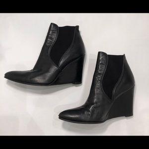 Stuart Weitzman Fjord black wedge booties sz 8